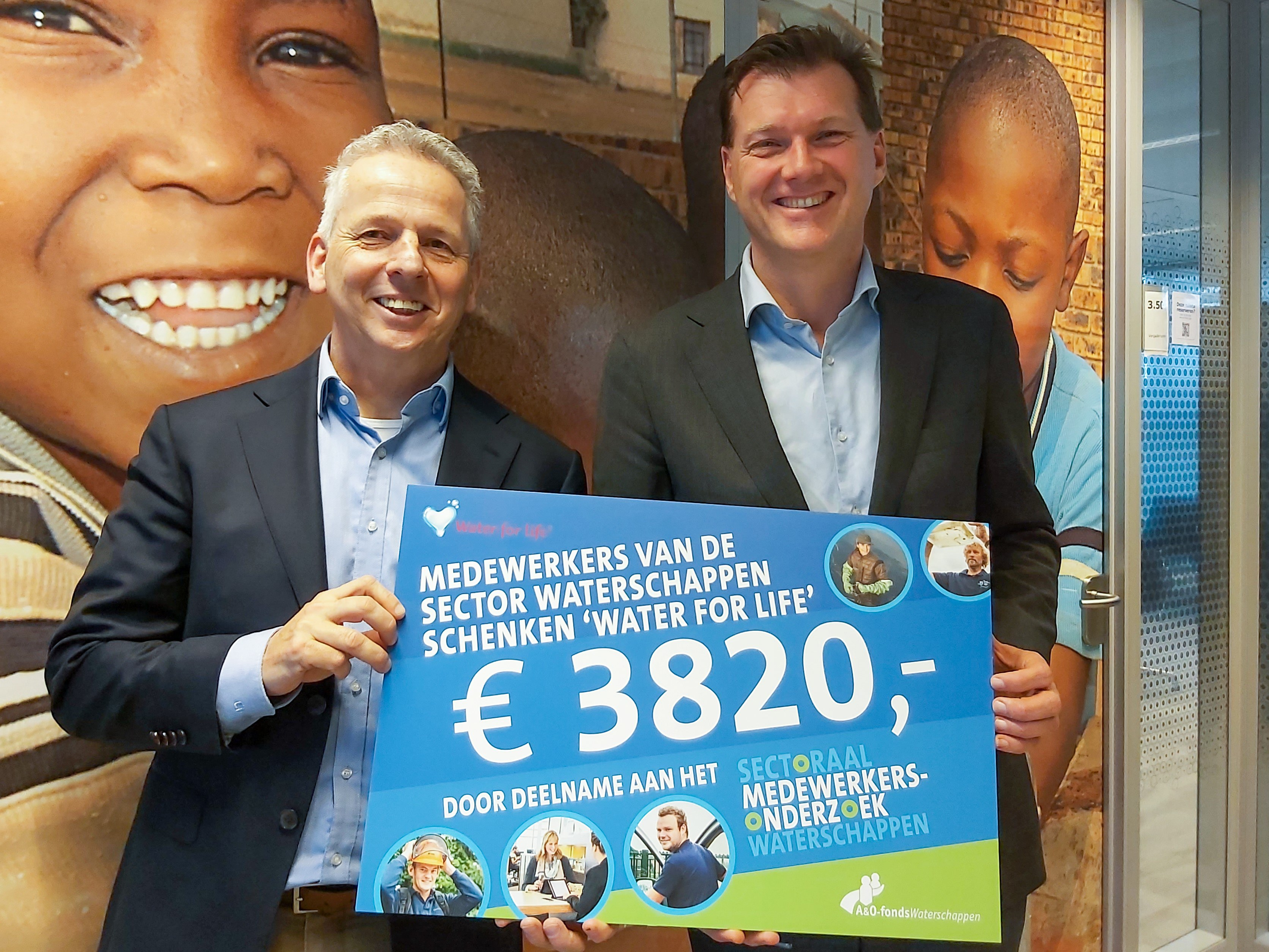 https://www.waterforlife.nl/files/visuals/Overhandiging-cheque1.jpg