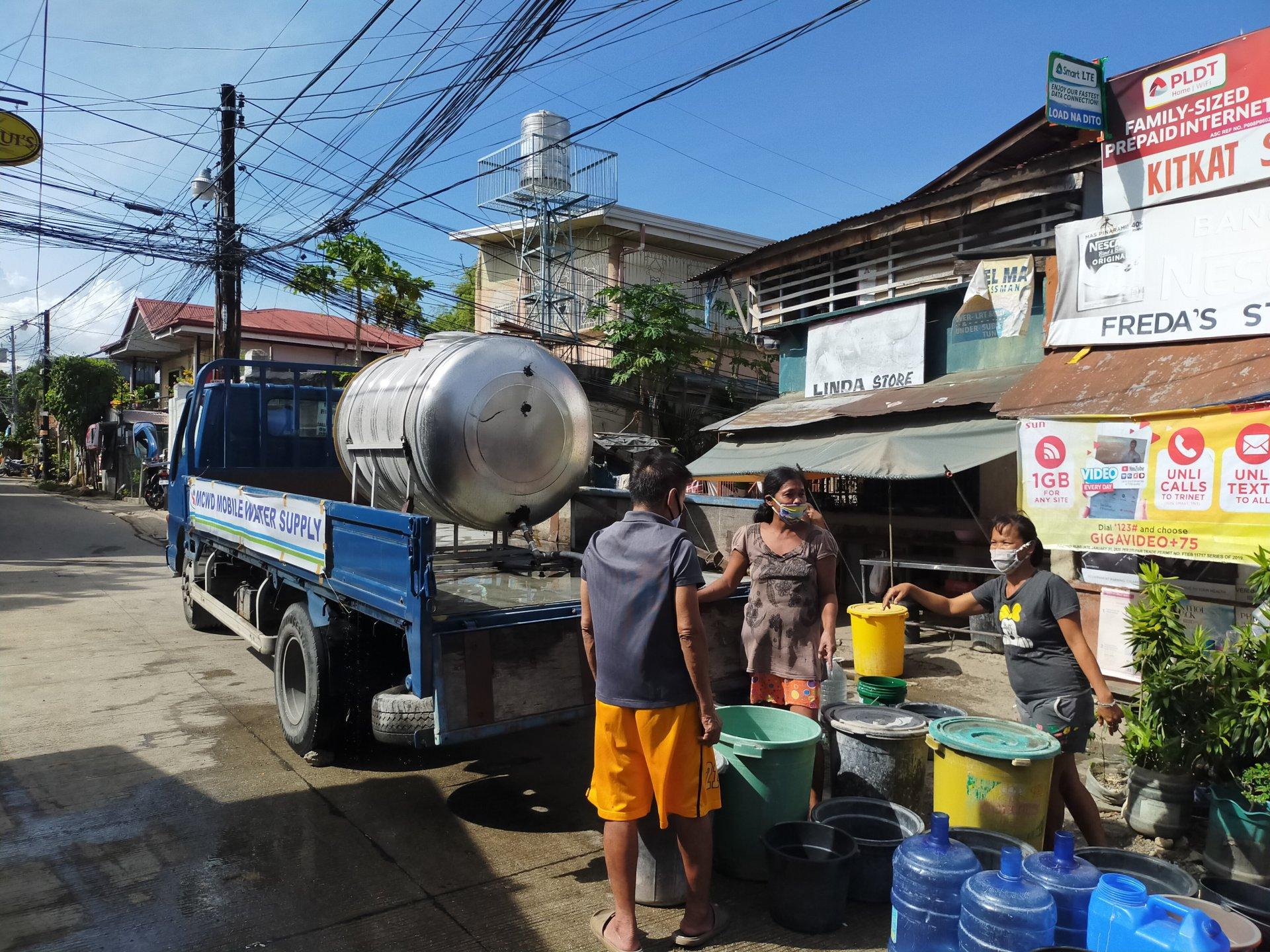 https://www.waterforlife.nl/files/visuals/_1920x1920_fit_center-center_85_none/Water-truck-providing-free-water-to-urban-poor-Cebu.jpg