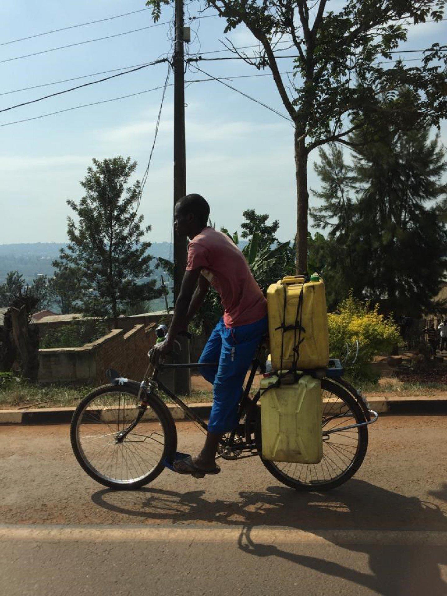 https://www.waterforlife.nl/files/visuals/_1920x1920_fit_center-center_85_none/fiets-Rwanda.jpg