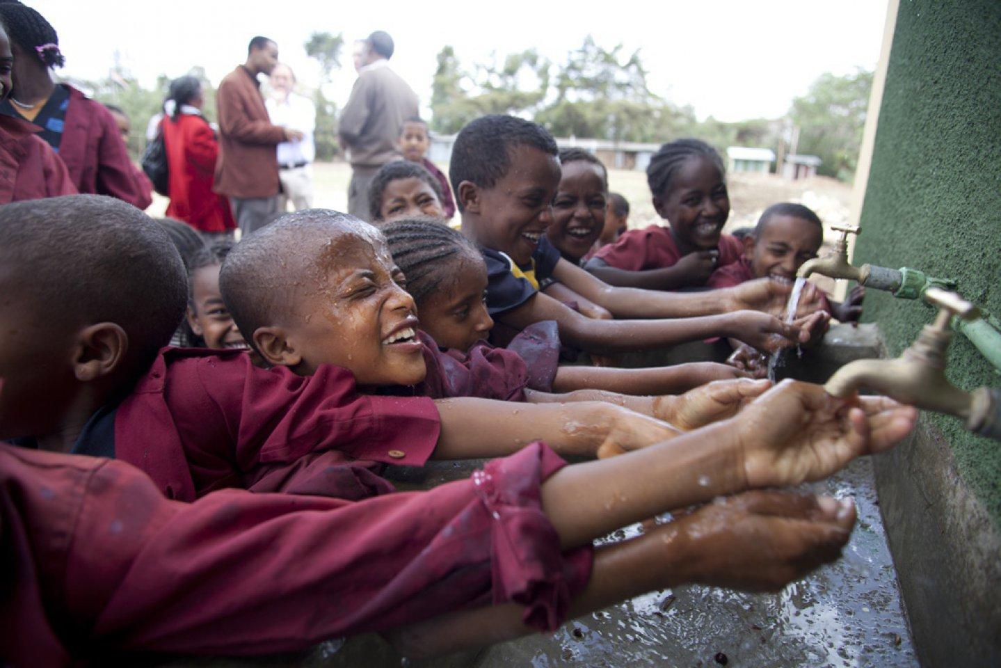 https://www.waterforlife.nl/files/visuals/_1920x960_fit_center-center_85_none/2012-ethiopia-bogaerts-vei-02-1000px.jpg